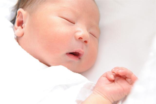 新生児がぐっすり眠れるようになる寝かしつけアイディア5選!
